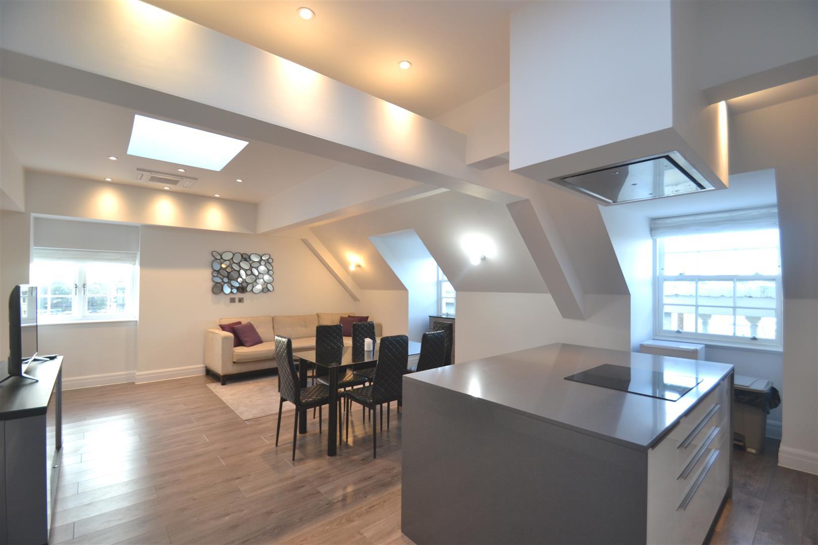 3 Bedrooms Penthouse Flat for rent in Kew Bridge Road, Brentford, TW8